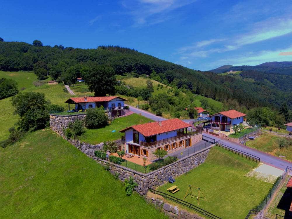 Vista aérea de la Casa Angiz en Sunbilla, Navarra